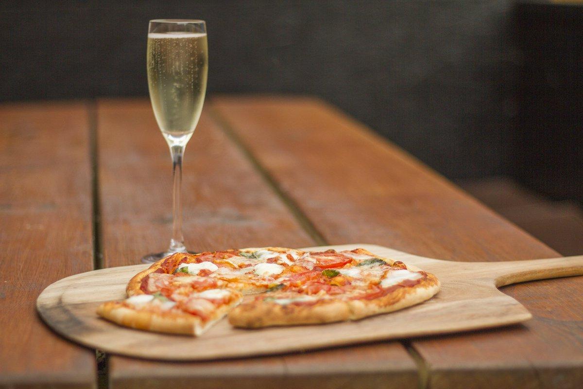 Image of 2 Pizzas & Bubbles + Dessert